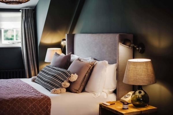 luxury-bedroom-tiling